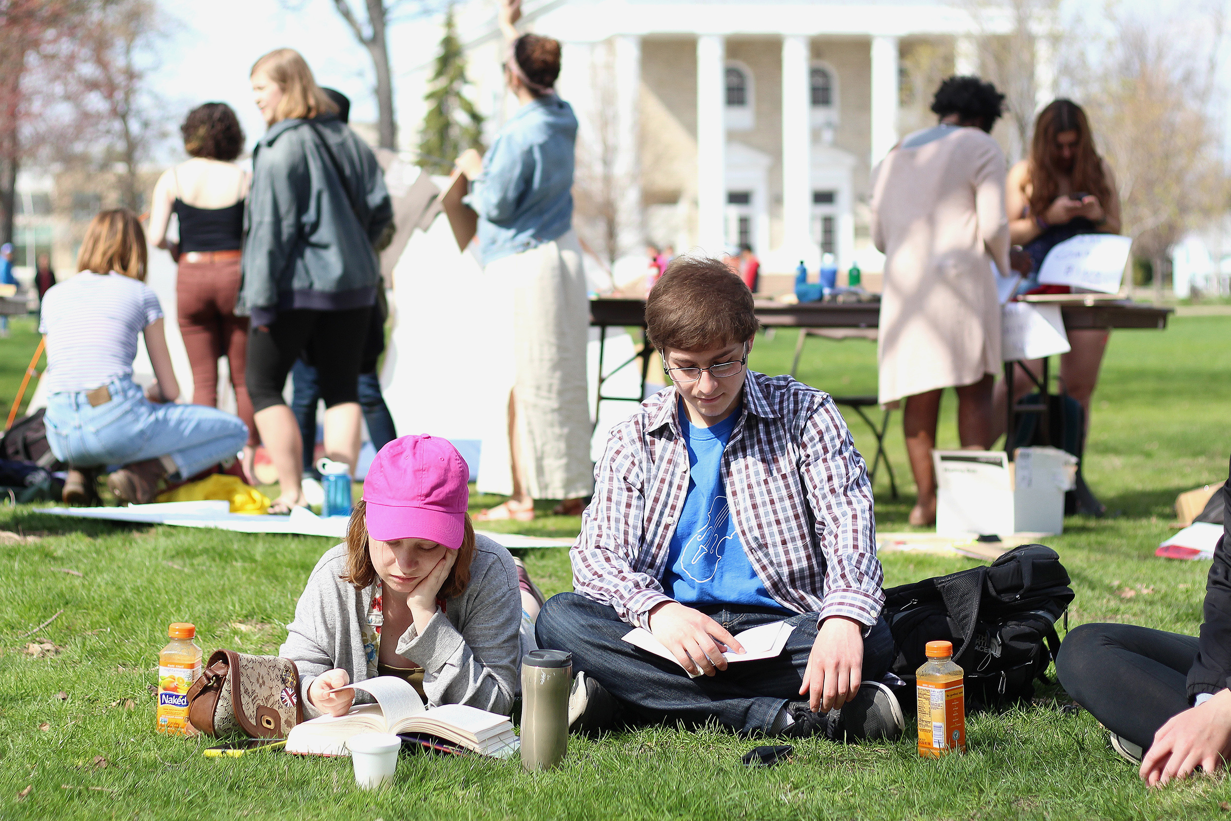 Students enjoy the beautiful weather on Main Hall green.